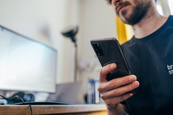 site web ordinateur et smartphone